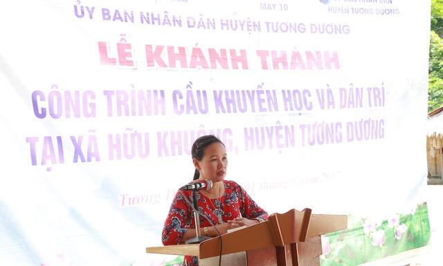 Bà Nguyễn Thị Bích Thủy - GĐ điều hành Tổng công ty May 10 phát biểu chia vui với bà con về cây cầu mới được xây dựng