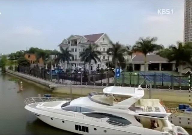 ... du thuyền của gia đình. (Ảnh: cắt từ video).