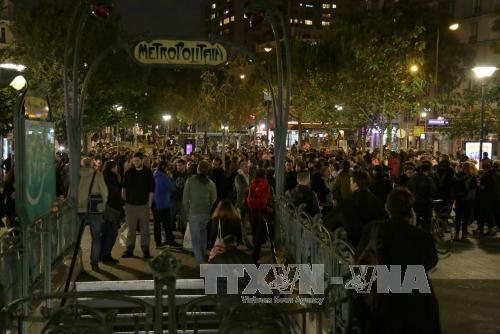 Biểu tình phản đối cải cách luật lao động của Chính phủ Pháp tại Paris ngày 11/10. Ảnh: AFP/TTXVN