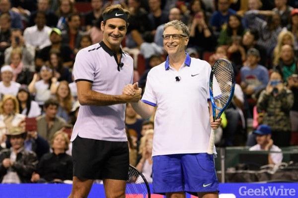 """Hai """"huyền thoại"""" Bill Gates và Roger Federer đã hợp tác cùng nhau trong trận tennis từ thiện"""