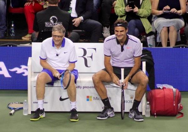 """Phút nghỉ ngơi của cặp đôi """"huyền thoại"""" trên sân đấu"""