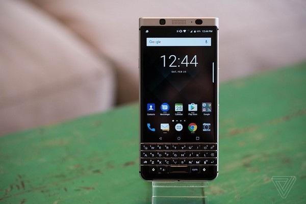 KeyOne sở hữu thiết kế với bàn phím QWERTY đặc trưng của BlackBerry