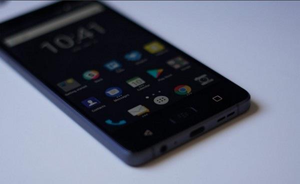 Smartphone chống nước đầu tiên của BlackBerry chính thức trình làng - 4
