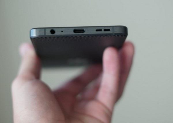 Giắc cắm phone 3,5mm vẫn được giữ lại trên sản phẩm