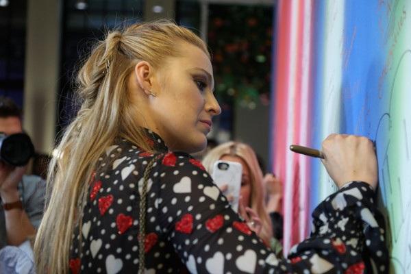 Cô cũng được bình chọn là người phụ nữ được khao khát nhất thế giới năm 2011 bởi trang Askmen