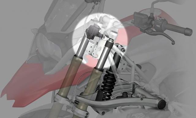 Hệ thống giảm xóc trước bị rò rỉ dầu dẫn đến mất tác dụng giảm chấn.