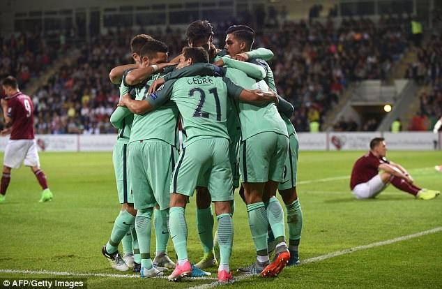 Bồ Đào Nha tiếp tục nuôi hy vọng cạnh tranh vé đi tiếp tới World Cup với Thụy Sĩ
