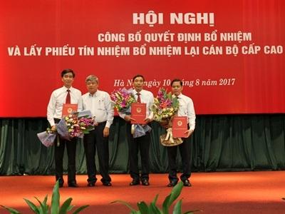 Phó Thống đốc Ngân hàng Nhà nước Việt Nam Nguyễn Phước Thanh vừa trao các quyết định của Thống đốc Ngân hàng Nhà nước bổ nhiệm nhân sự cấp cao của Ngân hàng Nông nghiệp và Phát triển nông thôn Việt Nam (Agribank).