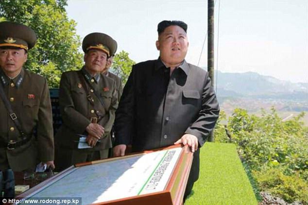Theo NK News, các tướng lĩnh cấp cao của Triều Tiên cũng tới tham dự sự kiện và theo dõi màn trình diễn của các đội thi, trong đó có Chủ nhiệm Tổng cục Chính trị của Quân đội Nhân dân Triều Tiên Hwang Pyong So và Bộ trưởng Lực lượng Vũ trang Nhân dân Triều Tiên Pak Yong Sik. (Ảnh: Rodong Sinmun)