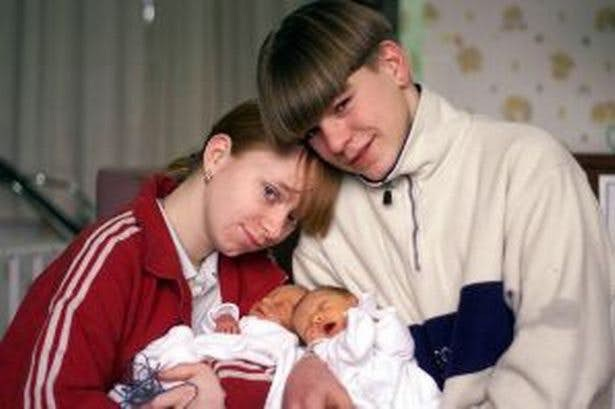Những ông bố bà mẹ trẻ tuổi nhất thế giới (P1) - 1