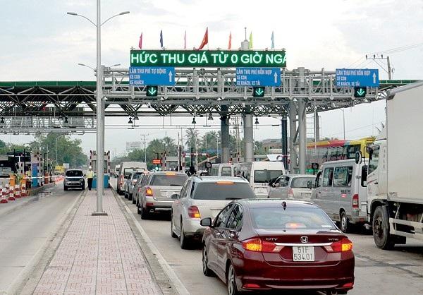 Thủ tướng Chính phủ Nguyễn Xuân Phúc yêu cầu không nâng chi phí đầu tư quá cao ở các dự án BOT và thu phí một cách dồn dập lên lượt phương tiện.