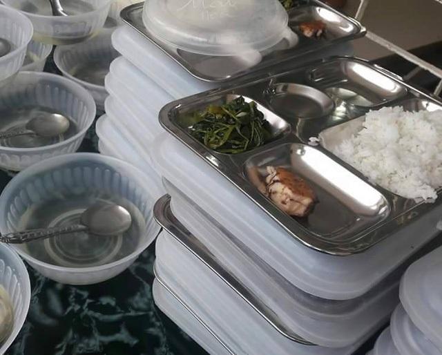 Suất ăn của học sinh ở Trường tiểu học Điện Biên 2, Thanh Hóa được đăng tải trên mạng xã hội là dư luận bức xúc