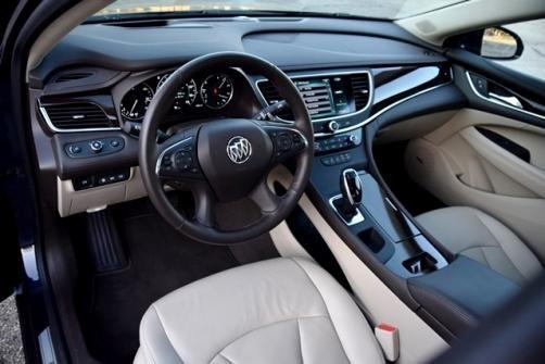 Buick LaCrosse được WardsAuto đánh giá cao ở khả năng kết nối điện thoại cá nhân vào hệ thống thông tin - giải trí trên xe nhanh như chớp, các tính năng hỗ trợ tài xế, khoang để đồ rộng rãi bên dưới cụm điều khiển trung tâm và hàng ghế sau có thể gập lại mà không bị vướng dây an toàn.