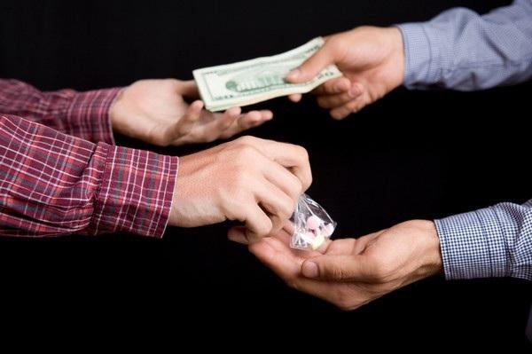 Hai nhóm cảnh sát chìm cùng vào cuộc điều tra đường dây buôn ma túy mà không hề liên lạc trước với nhau (Ảnh minh họa)