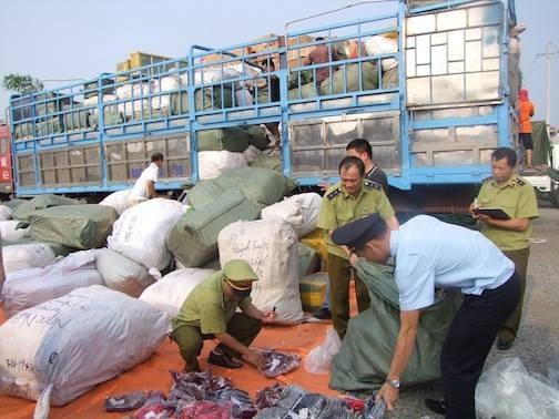 Tình trạng buôn lậu, gian lận thương mại, hàng giả, hàng kém chất lượng còn tương đối phổ biến ở Việt Nam.