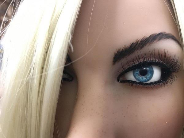 Các nghệ sĩ của Abyss cho biết đối mắt là phần quan trọng nhất để giúp mang lại sức sống cho mỗi con búp bê.
