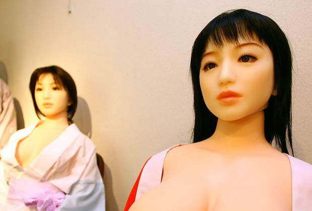 Chúng ta phải xem xét liệu robot có ham muốn tình dục của riêng chúng hay không và điều gì thúc đẩy những ham muốn đó, Rousi nói.