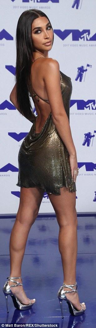 Chantel Jeffries sexy với váy hở lưng