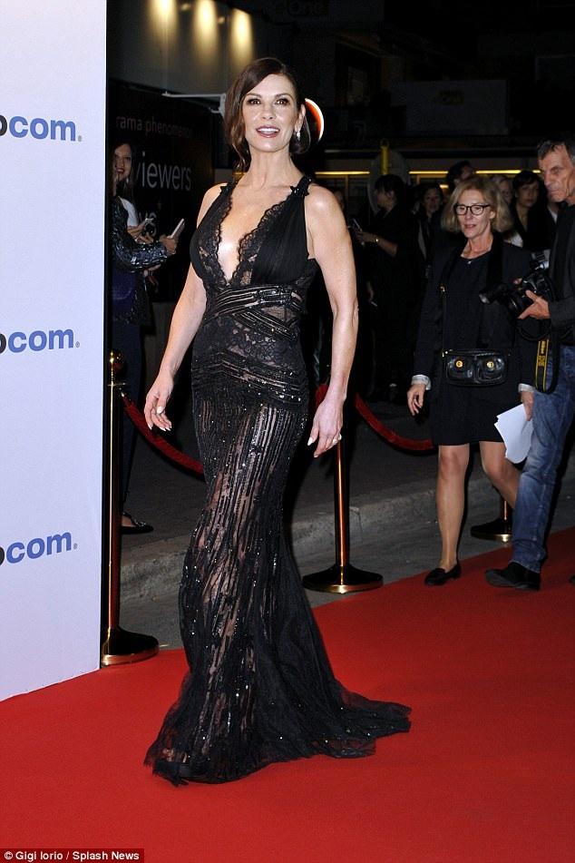 Catherine Zeta-Jones dự sự kiện tại Cannes, Pháp ngày16/10 vừa qua