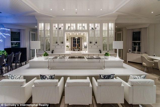 Celine Dion yêu cầu giá 72,5 triệu USD cho biệt thự này nhưng cuối cùng cô chỉ bán được với giá 38,5 triệu USD
