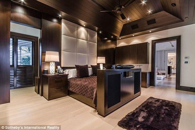 Celine cũng mới rao bán căn nhà trị giá gần 10 triệu đô la ở Paris