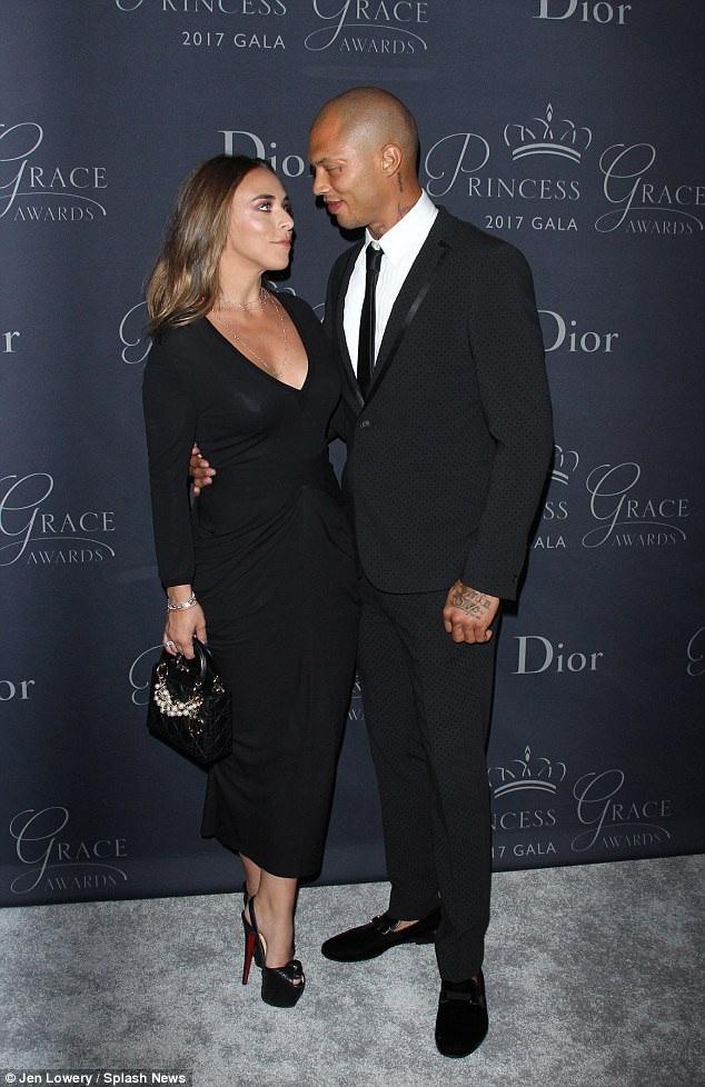 Người mẫu từng vào tù ra tội đẹp đôi bên bạn gái - con gái ông chủ hãng Topshop Philip Green
