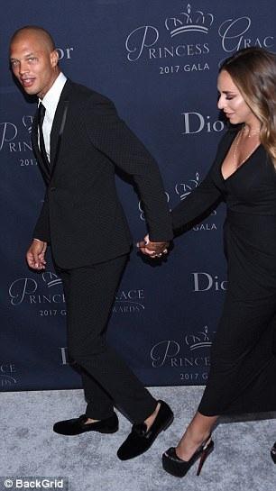 Vợ của Jeremy Meeks thậm chí còn tố Chloe xem vào chuyện tình cảm của vợ chồng cô ngay khi cô và Jeremy Meeks chưa chia tay nhau