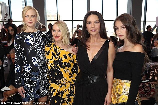 4 người đẹp trên hàng ghế VIP của show thời trang.
