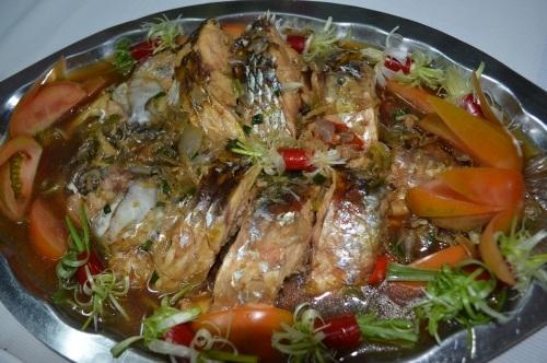 Dù được chế biến theo cách thức nào, các món ăn từ cá cóc cũng hấp dẫn thực khách.
