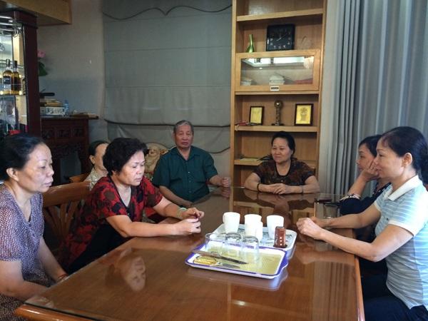 Bà Mai Thị Khánh và những cổ đông lớn ở Công ty cổ phần Hữu Nghị mỏi mòn chờ đợi cơ quan chức năng giải quyết dứt điểm những oan ức ở Công ty cổ phần Hữu Nghị.