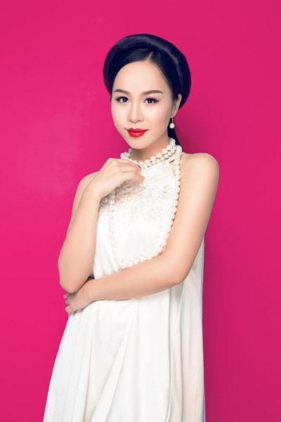Ca sĩ Hồng Duyên, Giải nhì dòng nhạc dân gian cuộc thi Sao Mai 2015. (Ảnh: Andy Minh)