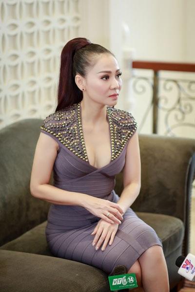 Tại buổi giới thiệu live concert Fire phoenix chiều ngày 6/6 tại Hà Nội, Thu Minh chia sẻ chị từng cảm giác phẫn uất khi bị lôi vào những ồn ào về công việc làm ăn của ông xã. (Ảnh: Thành Đạt)