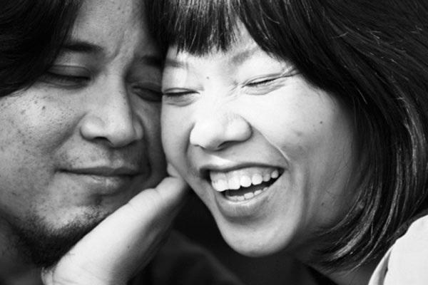 Khoảnh khắc đời thường giản dị và hạnh phúc của ca sĩ Hà Trần và chồng, nghệ sĩ Bình Đoàn.