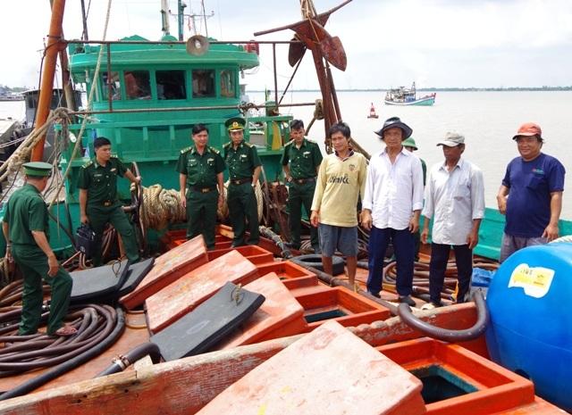 Tàu cá bị bắt giữ.