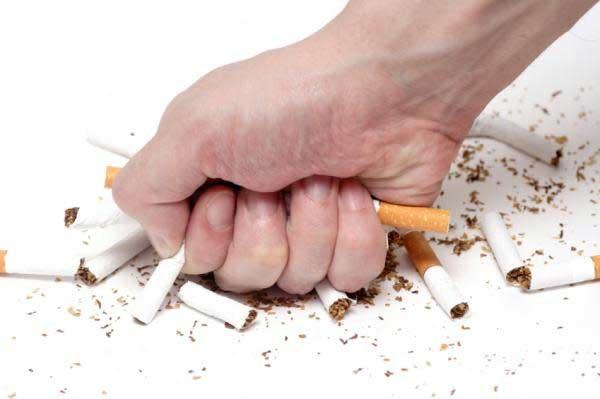 """Những """"cú hích"""" giúp cai thuốc lá thành công - 1"""