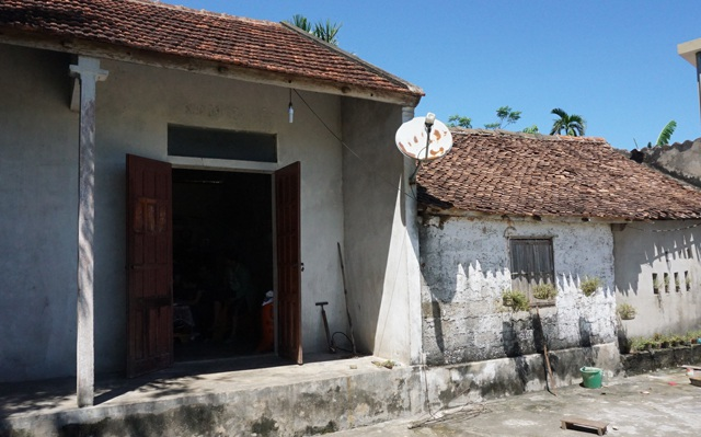 Căn nhà của vợ chồng anh Nguyệt được chắp nối, cũ kỹ
