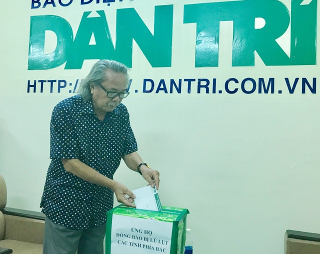 Nhà báo Phan Huy- Trưởng VPĐD báo Dân trí tại Cần Thơ ngoài ủng hộ 2 ngày lương, còn ủng hộ thêm 1 triệu đồng nhằm chia sẻ khó khăn với đồng bào vùng lũ phía Bắc