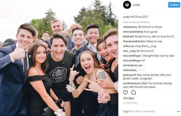 Thủ tướng Trudeau vui vẻ chụp ảnh cùng các sinh viên (Ảnh: Instagram)