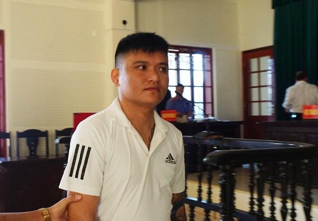 Bị cáo Cao Ngọc Dương lĩnh 8 năm tù cho cả hai tội danh Trộm cắp tài sản và Tàng trữ trái phép vũ khí quân dụng