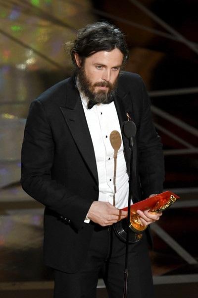 Casey Affleck nhận giải Nam diễn viên xuất sắc nhất.