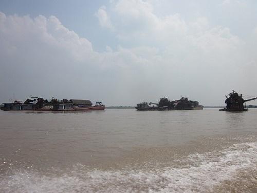 Hoạt động khai thác cát trái phép trên địa bàn tỉnh Vĩnh Phúc từng bước được kiểm soát.