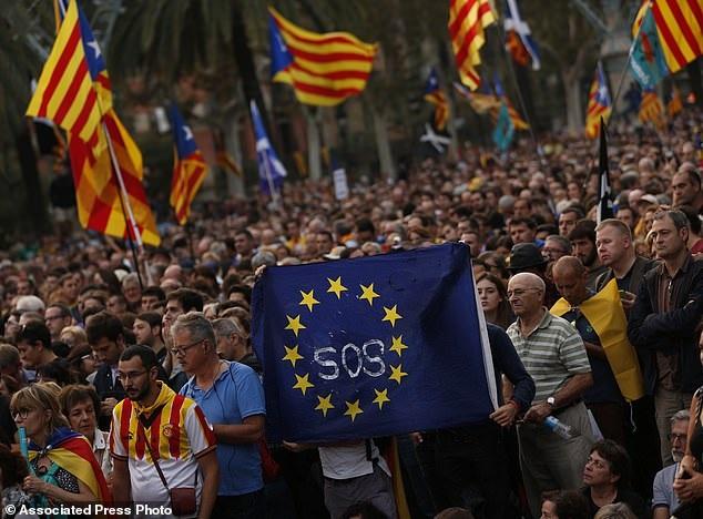 90% cử tri đi bỏ phiếu trong cuộc trưng cầu dân ý ngày 1/10 ủng hộ Catalonia tách khỏi Tây Ban Nha (Ảnh: AP)