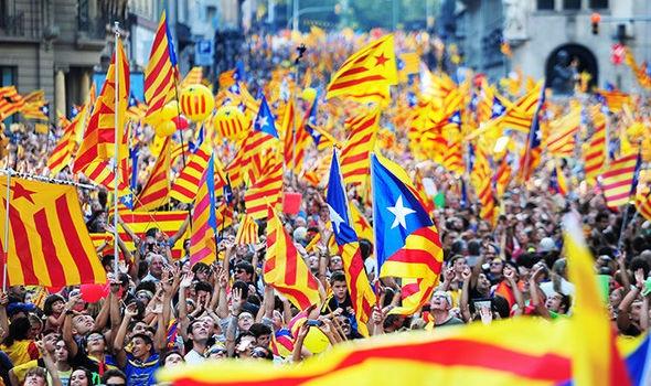 Biểu tình đòi độc lập ở Catalonia (Ảnh: Euronews)