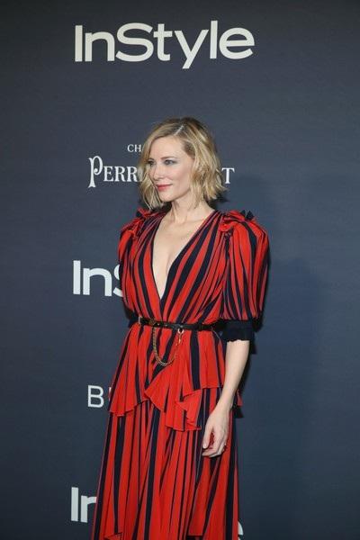 Nữ diễn viên phim Thor: Ragnarok cũng thường xuyên đi massage mặt để máu huyết lưu thông và da dẻ tươi sáng hơn