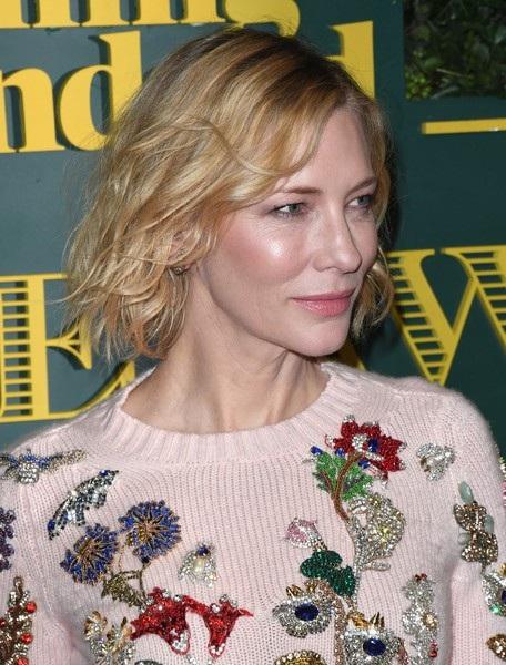 Cate Blanchett xinh đẹp và trẻ trung dự một lễ trao giải trong lĩnh vực kịch nói diễn ra tại London, Anh quốc ngày 3/12 vừa qua