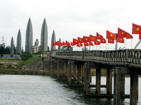 Cầu Hiền Lương ngày nay. Ảnh: TL.