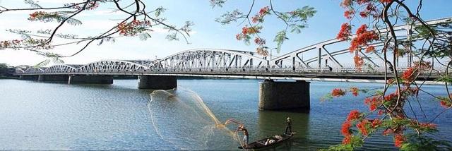 Cầu Trường Tiền - biểu tượng thơ mộng của TP Huế sẽ được thí điểm đi bộ vào ngày cuối tuần