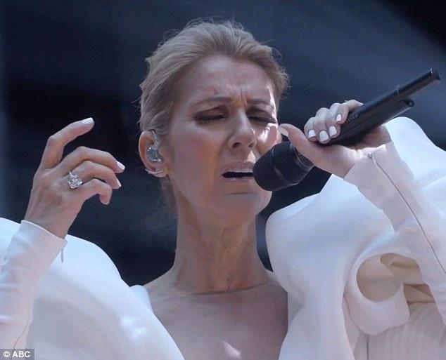 Ngôi sao đình đám hát lại bản hit đ 20 năm tuổi của cô - My Heart Will Go On và được khán giả cổ vũ nhiệt tình