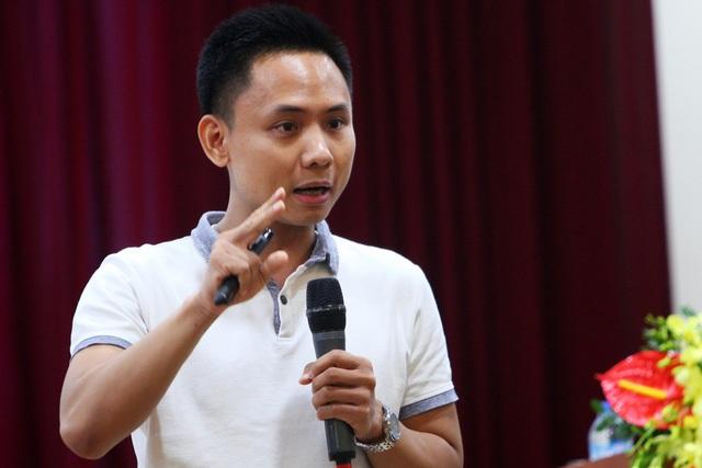 Trần Trọng Tuyến- CEO Bizweb tham gia giao lưu với độc giả báo điện tử Dân trí.