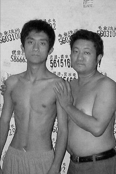 Năm 2003, con trai Tian Li đã chính thức cao hơn người cha của mình